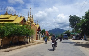Myanmar motorcycle tour viewing temples